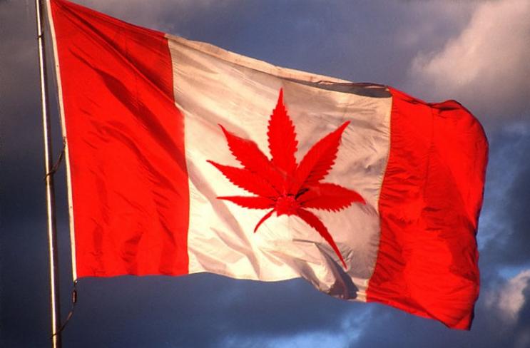 canada: la e-cig :non - le joint : oui Marijuana-flag
